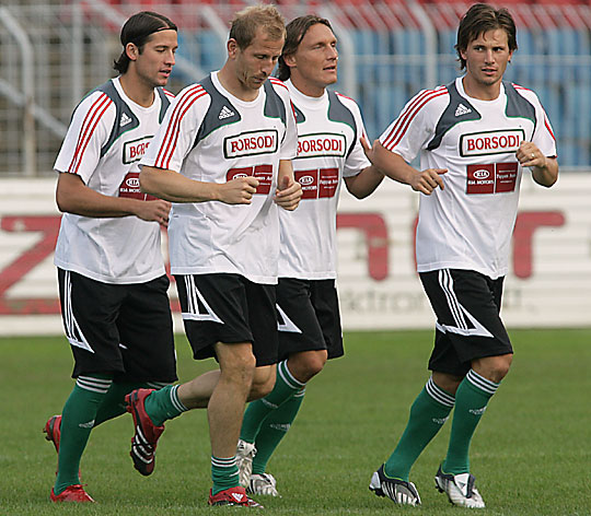 Halmosi, Torghelle, Bodnár és Huszti (balról jobbra) fontos meccsre készül (Fotó: Farkas József, archív)