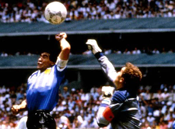 Az egyik legemlékezetesebb: Maradona első gólja 1986-ban az angolok ellen