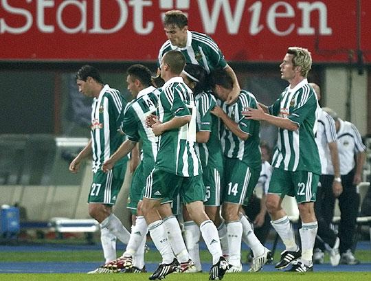 Érthető a Rapid játékosok öröme: legyőzték a német listavezető Hamburgot (Fotó:Reuters)