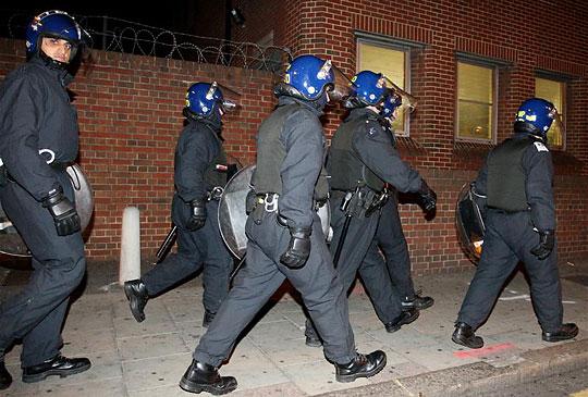 Készülődés a Millwall–West Ham összecsapás alatt (Fotó: Action Images)