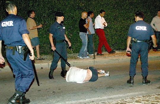 Rendőri intézkedés Portugáliában (Fotó: Action Images)