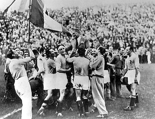 Olaszországban első világbajnoki címét szerezte 1934-ben