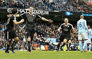H�rom g�lt l�ve, idegenben gy�zte le a Man. Cityt a Leicester