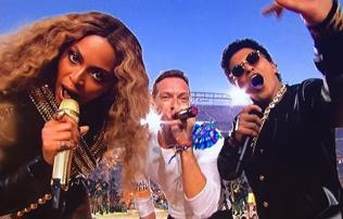 NFL: néma Coldplay, bőrben rázta Beyoncé – ez volt a félidei show