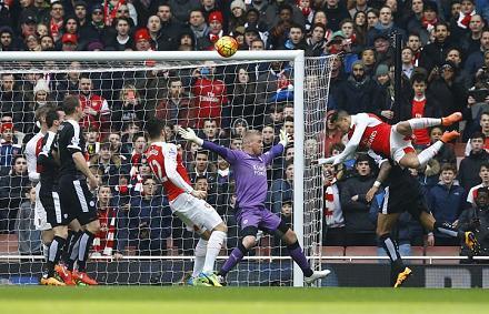 A csereemberek sz�ll�tott�k az Arsenal gy�zelm�t a Leicester ellen