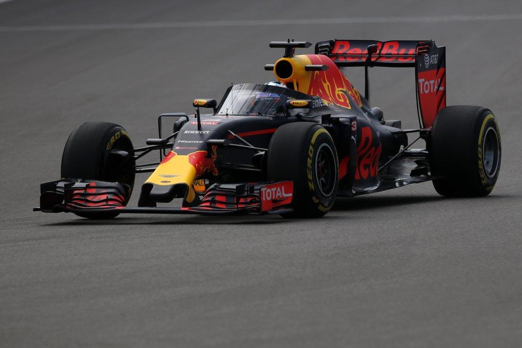 F1: a Red Bull Szocsiban bemutatta sz�lv�d�j�t, ez lehet a nyer�