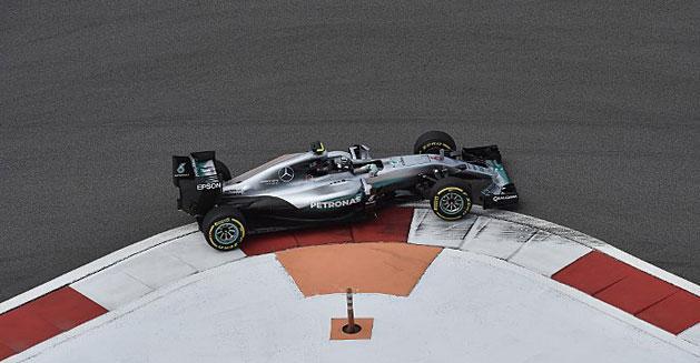 F1: Rosberg Szocsiban sem lass�t, biztat� a Ferrari temp�ja