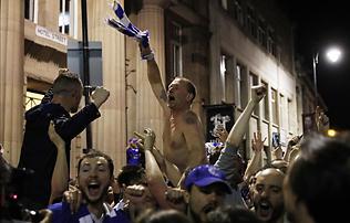 Képek: Ranieri megistenült, delíriumban Leicester – a bajnokünneplés!