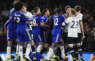 Chelsea: t�megbuny�, Hiddink a sz�kek k�z� rep�lt
