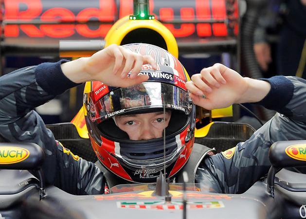 F1: a Red Bull kirakta Kvjatot, Verstappen v�ltja