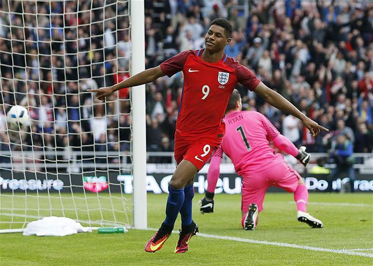 Felk�sz�l�s: Anglia h�rom g�lt szerzett, de csak eggyel nyert