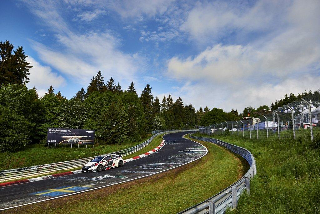WTCC: Michelisz k�tszer dobog�s a legend�s N�rburgringen