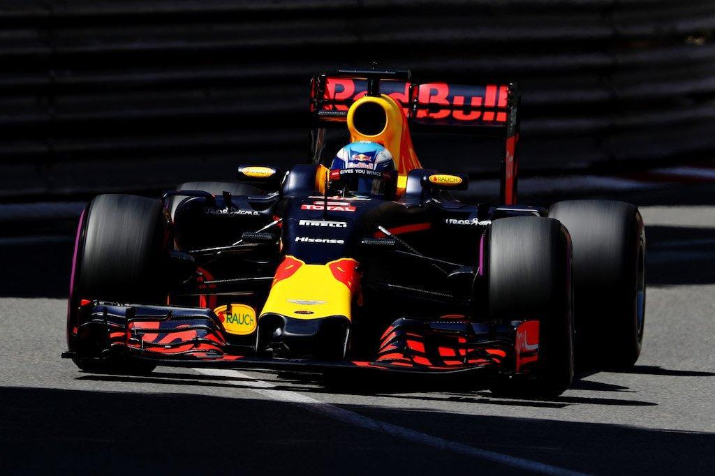 Ricciardo az �lr�l indul, az aut�t t�r� Verstappen h�tulr�l
