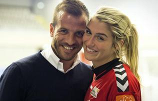 Van der Vaart kereste meg Dollt – kézilabdás barátnőjével együtt jönne?