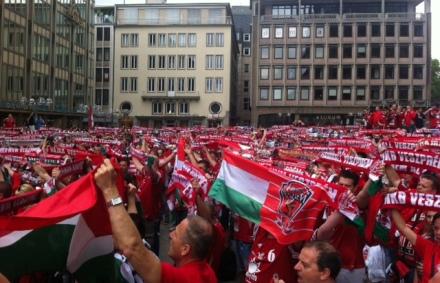 Férfi kézi BL: ismét ellepték Köln belvárosát a veszprémi szurkolók – fotó, videó