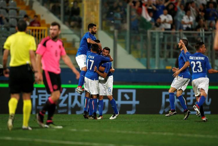 Felk�sz�l�s: Conte legjobbj�nak teker�se d�nt�tt, olasz siker