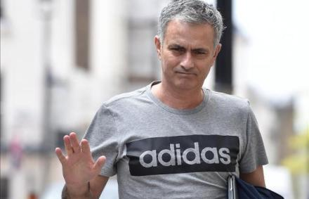 MU: Mourinho nem házat, kastélyt vesz, 1.6 milliárdért – fotók