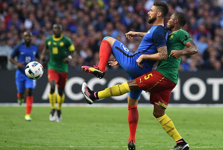 Felk�sz�l�s: sz�p g�lok, francia siker Kamerun ellen