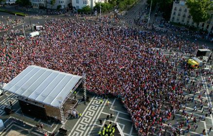 Eb 2016: szivárvány fogadta a hazatérő válogatottat – így ünnepelték a Hősök terén