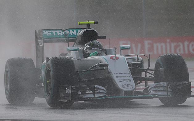F1: Rosberg indulhat a pole-b�l, a Red Bullok� a m�sodik sor