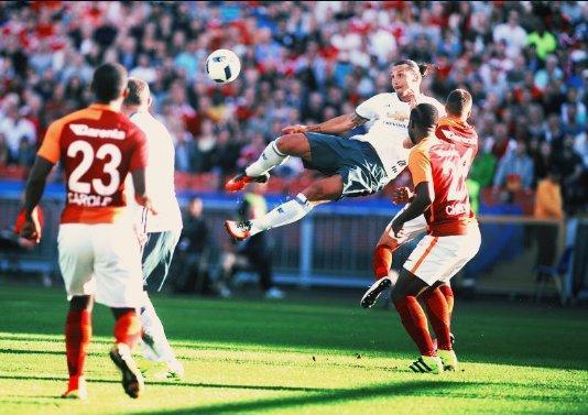 Felk�sz�l�s: Ibra-oll�, Rooney-dupla, az MU �tig jutott