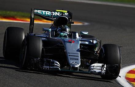 F1: Rosberg az �len, Alonso �j motorja csak h�rom k�rt b�rt