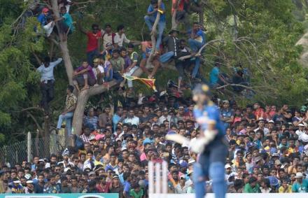 Fot�: 45 ezren pr�sel�dtek be a 18 ezres stadionba