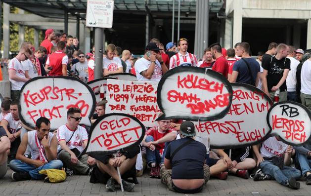 A kölni demonstrálók (Fotó: WORBSER-Sportfotografie)