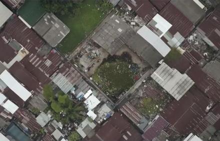 Fotó: ilyen focipálya sem épült még – a kapus nem látja a másikat