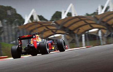 F1: Verstappen a k�t Mercedes k�z�tt, Alonso h�tul