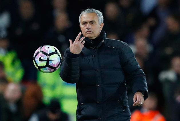 """""""A tiétek lehet!"""" – Mourinho nem különösebben törődött a labdabirtoklással (Fotó: Action Images)"""