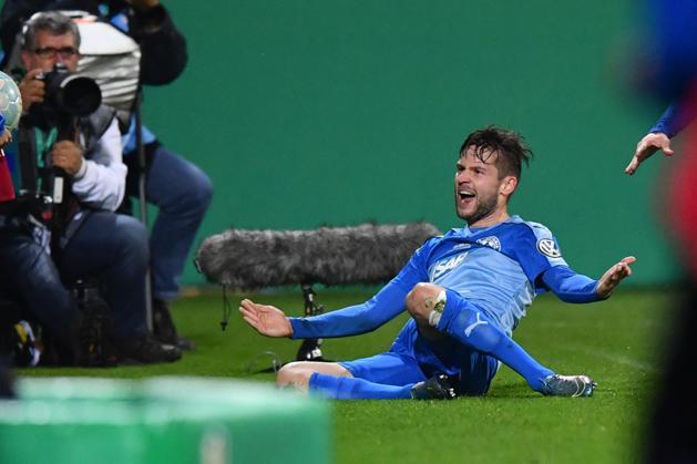 Nico Hillenbrand az Astoria győztes gólját ünnepli (Fotó: AFP)
