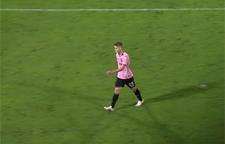 Serie A: Sallait műesés után kiállították, a Palermo kikapott – videó!