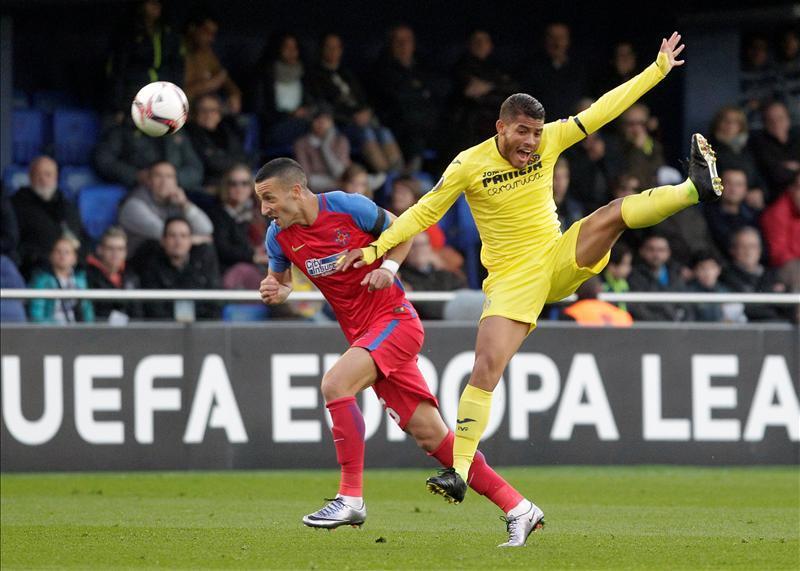 Jonathan dos Santos és a Villarreal megszenvedett a Steauával, de továbbjutott (Fotó: Reuters)