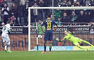 Bundesliga: Gulácsi 11-est védett, csapata nyert