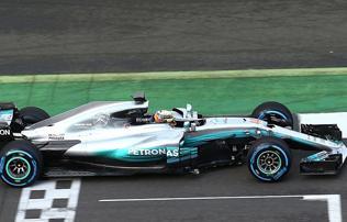 F1: képek az új Mercedesről, Hamilton már tesztelt is vele!