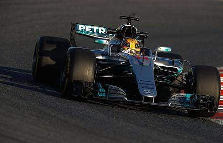 Hamiltoné a leggyorsabb, Vettelé a legtöbb kör az első napon