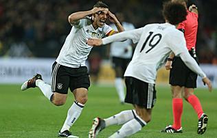 Felkészülés: a búcsúzó Podolski nagy góljával verték meg a németek Angliát