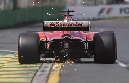 F1: Vettel a Mercedesek előtt, Stroll összetörte a Williamst