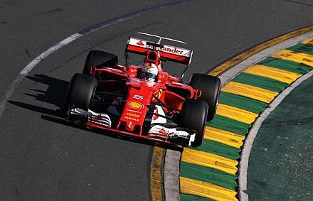 A Ferrari és Vettel simán legyőzte a Mercedest az idénynyitón