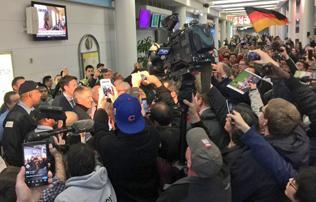 MLS: Schweinsteigert több százan fogadták Chicagóban – képek