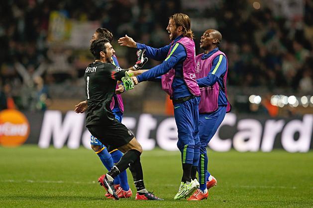 Buffon már két éve is ünnepelhetett a Monaco ellen (Fotó: AFP)