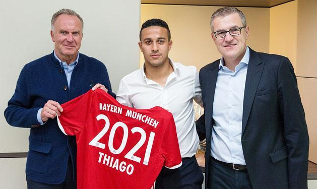 Thiago Alcántara 2021-ig meghosszabbította a szerződését a Bayernnél (Fotó: fcbayern.com)