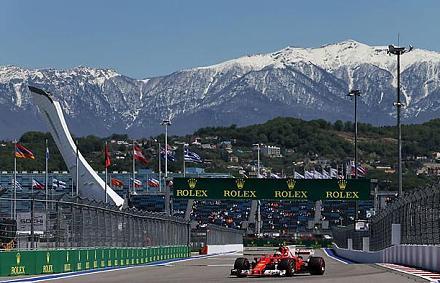 Gyanúsan nagy Ferrari-előny – altat a Mercedes vagy bajban van?