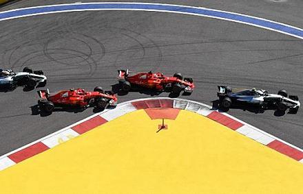 Bottas jó rajtja győzelmet ért, nőtt Vettel előnye
