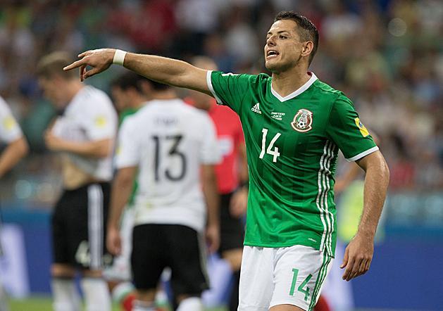Chicharito ismét a szigetországban futballozhat (Fotó: AFP)