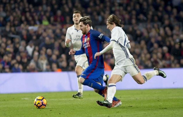 Decemberben találkozik először a Barcelona a Real Madriddal a La Ligában (Fotó: AFP)