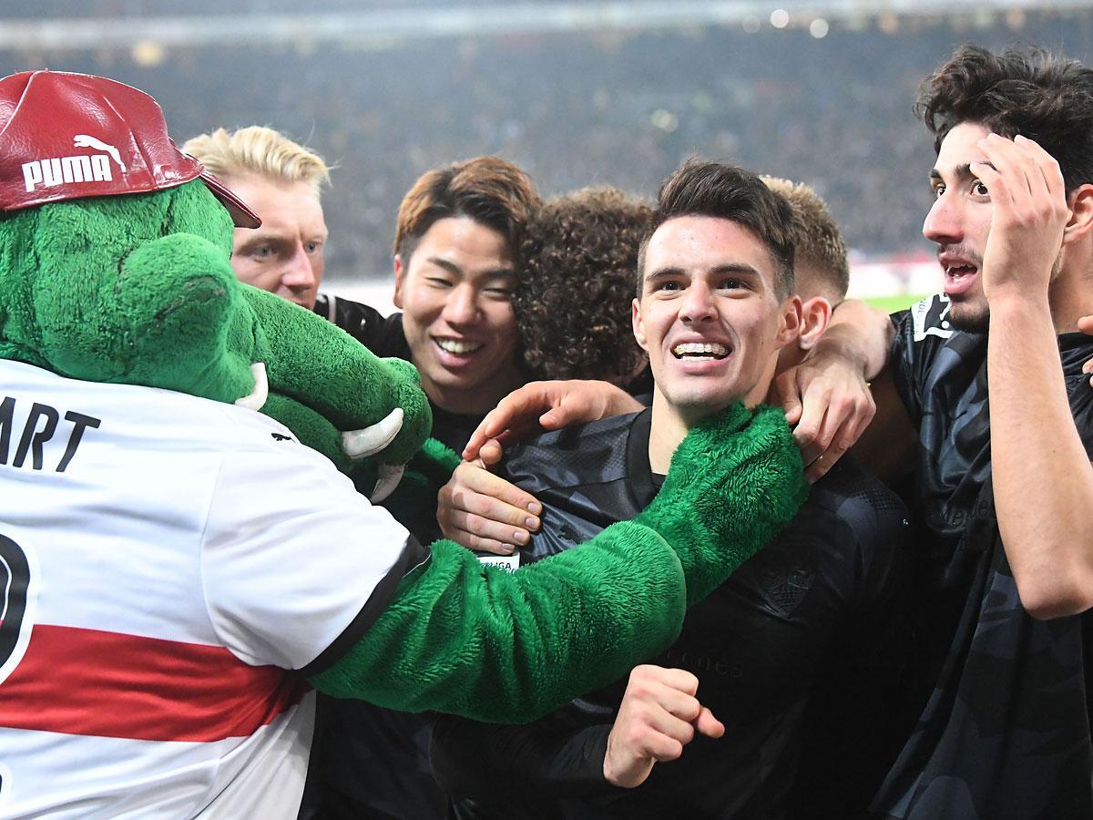 A stuttgartiak a második góljukat ünneplik (Fotó: AFP)