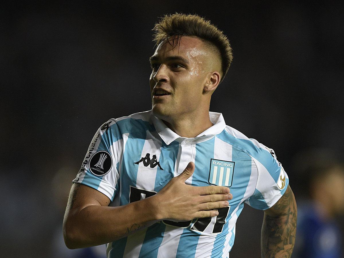 Az argentin Lautaro Martínez a nyár egyik legkapósabb csatára lehet (Fotó: AFP)