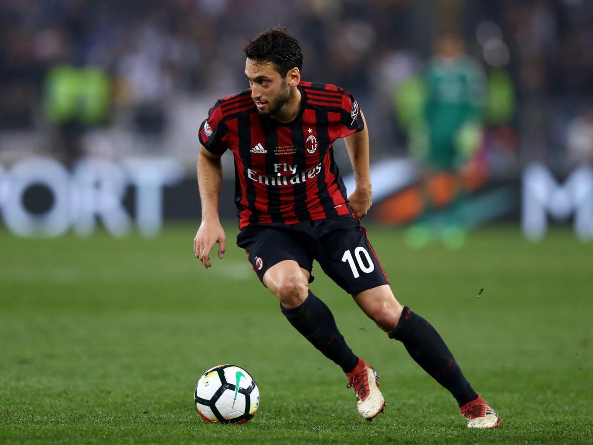 Hakan Calhanoglu volt a Milan legjobbja (Fotó: AFP)